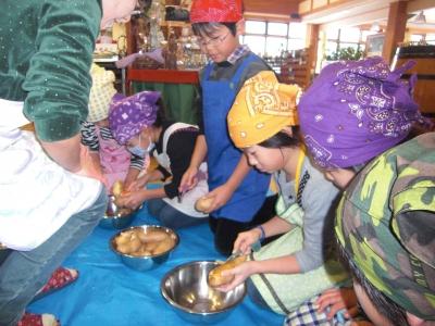 森のこだま館 葛巻小学校児童クラブ 芋餅作り体験