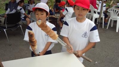 森のこだま館 葛巻小学校 棒パン焼き体験